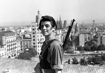 989ee-marinaginestc3a0ofthejuventudescomunistasaged17overlookinganarchistbarcelonaduringthespanishcivilwar-21july1937